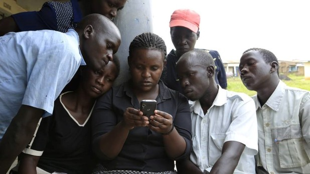 Above: Farmers using the SUFACE Mobile application